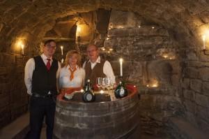 Manuel, Erika und Wolfgang im Weinkeller
